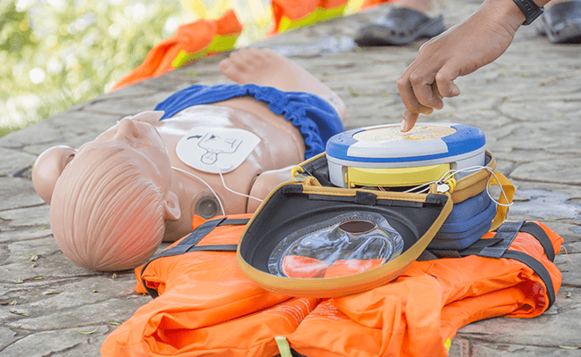 Learning how to use an automatic and semi automatic defibrillator